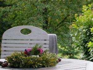 013 Ferienhaus Terasse Tisch Deko