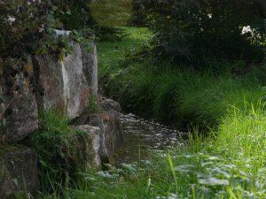 085 Garten Bach