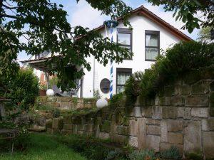 133 Ferienhaus Ansicht Bach Mauer
