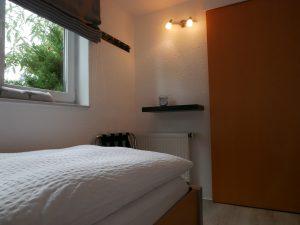 121 Apartment Schlafzimmer